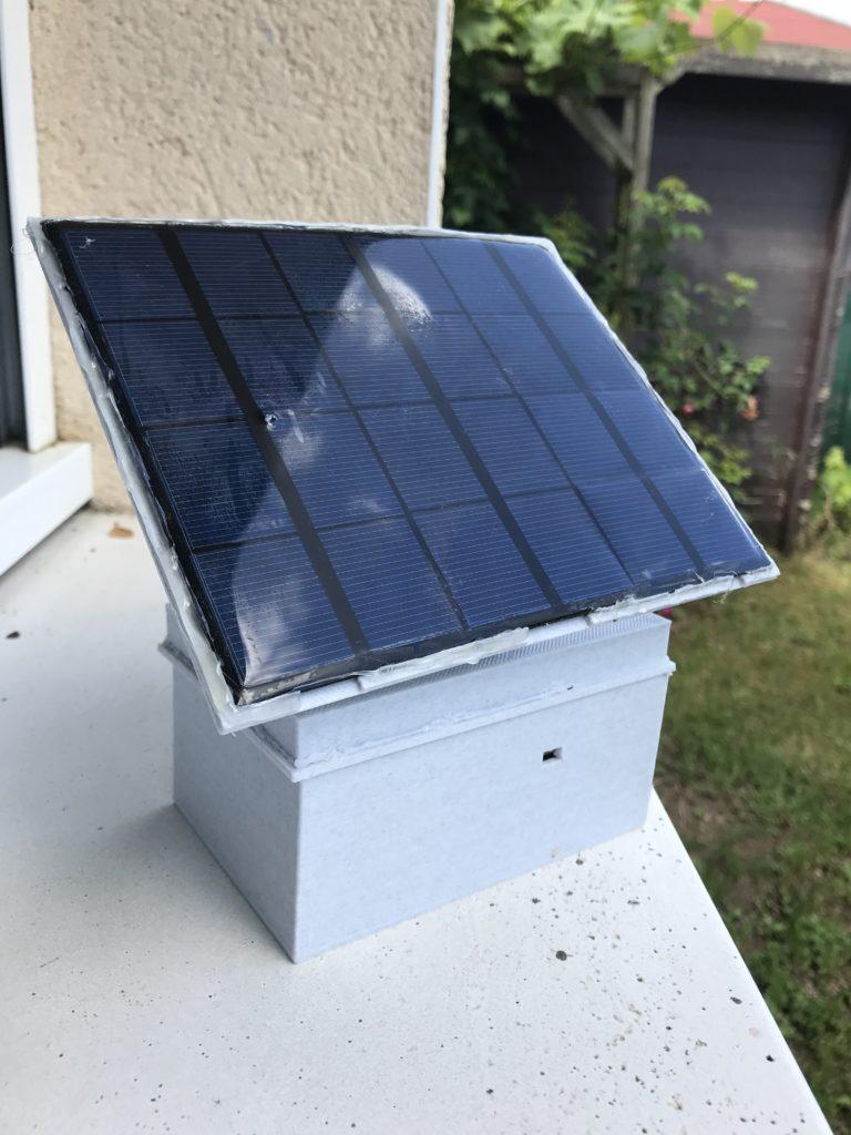 capteur météo alimenté par un panneau solaire